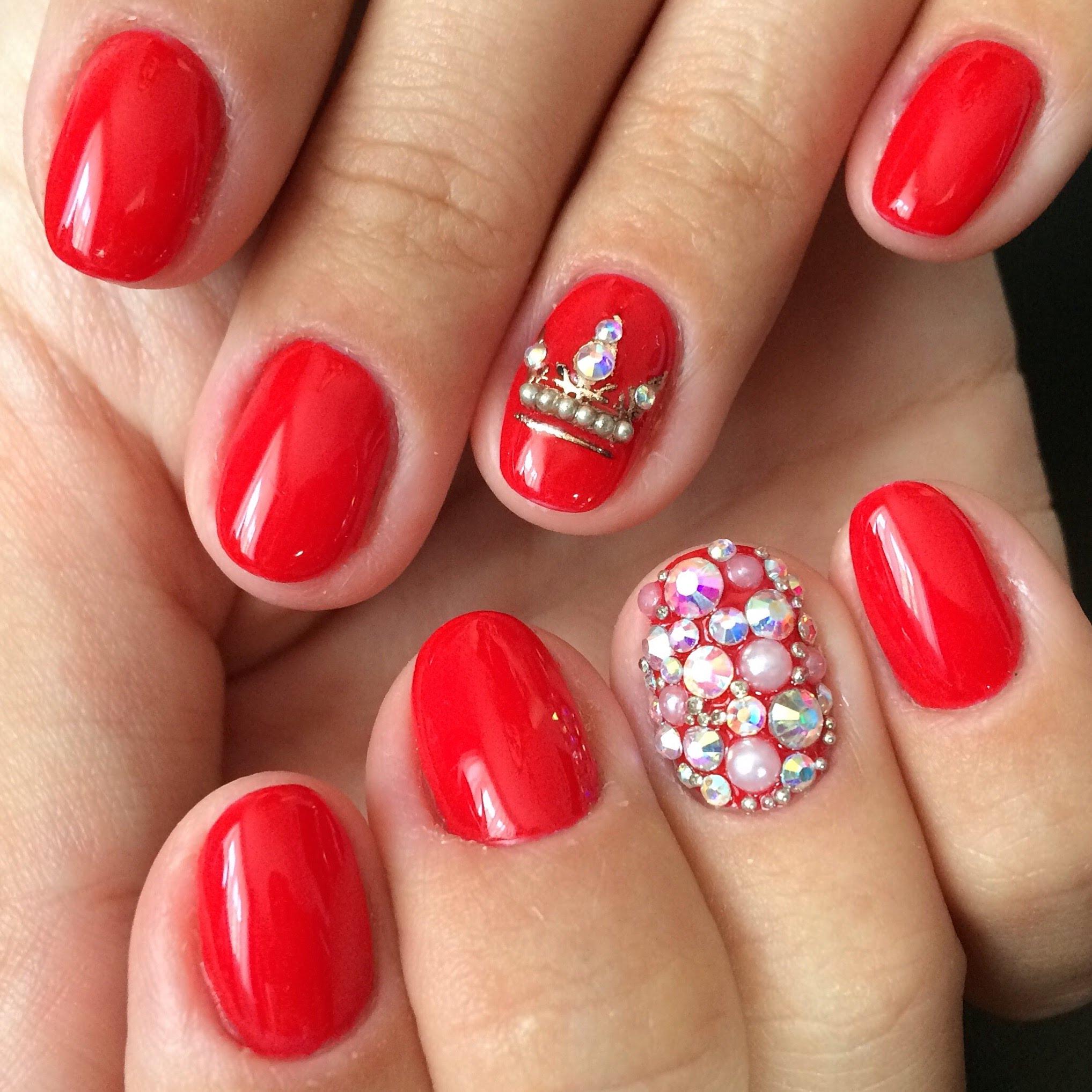 Фото ногтей с дизайном короны