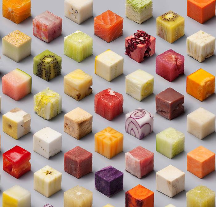 Идеальные кубики сырой еды.