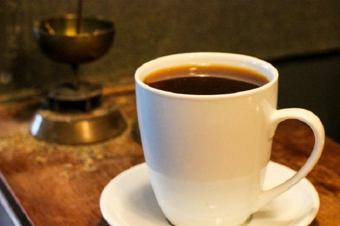 Во время обжарки кофе добавляются зерна гвинейского перца.
