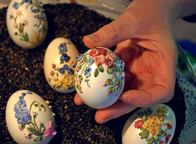 Вышивка лентам на яйцах