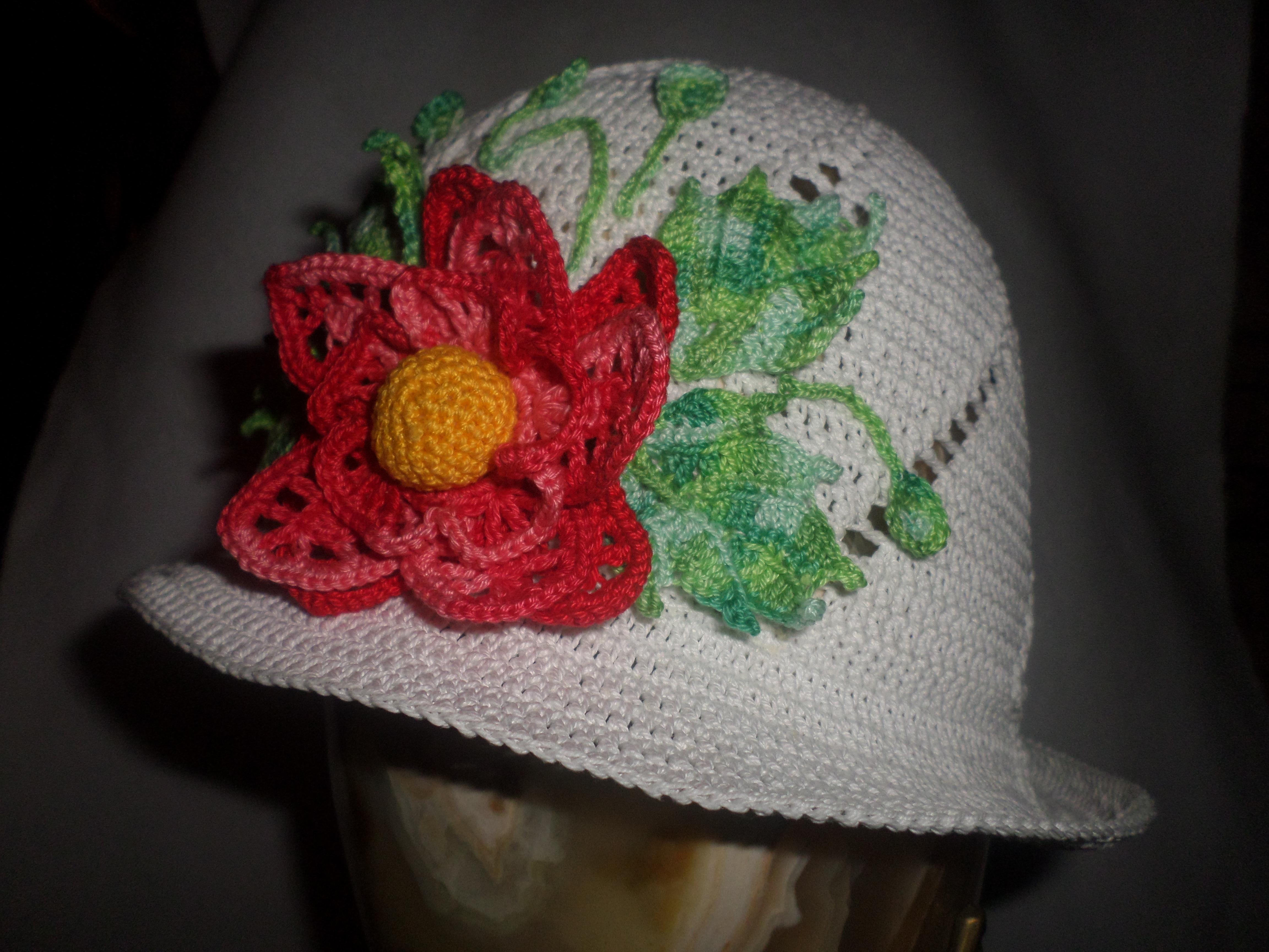 Как связать цветы крючком на шапочку