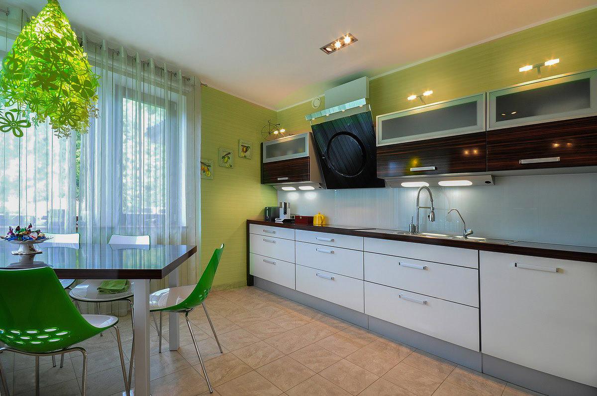Коричневые шторы в интерьере квартиры: сочетания и примеры на