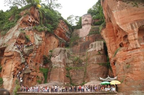 Статуя Будды Майтрейи (Maitreya) в Лэшане, Лэшань, Китай. история, факты