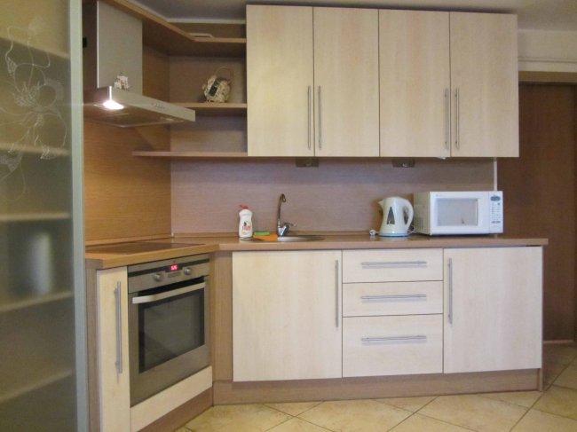 угловые кухни в квартире студии фото