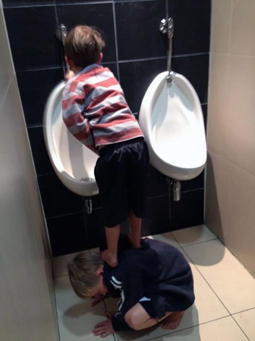 Старший брат всегда поможет младшему!