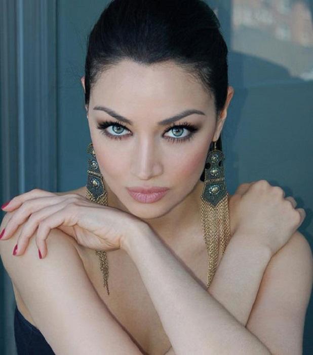 «Богиня Персии», иранская певица, актриса, модель, а также дипломированный переводчик.