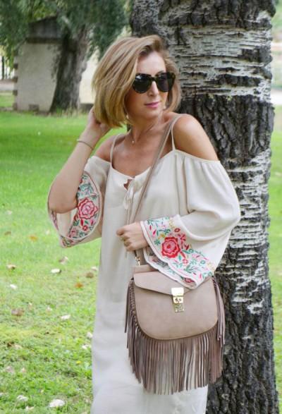 летнее платье-туника с открытыми плечами