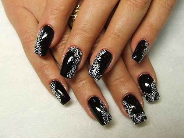Черные острые ногти с рисунком фото