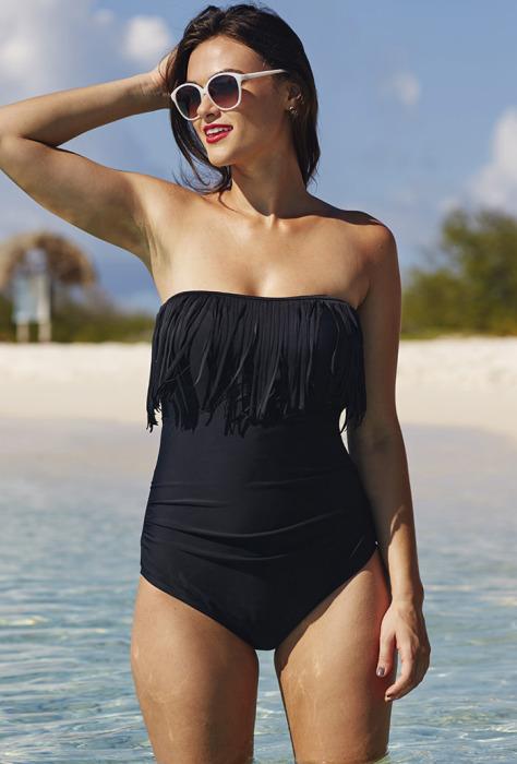 Модные слитные купальники: стильно и сексуально: Оригинальный купальник без бретелек с бахромой прекрасно смотрится на фигуре любого типа.