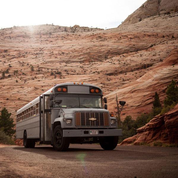 5. Дом на колесах из старого школьного автобуса автобус, креатив, луаз