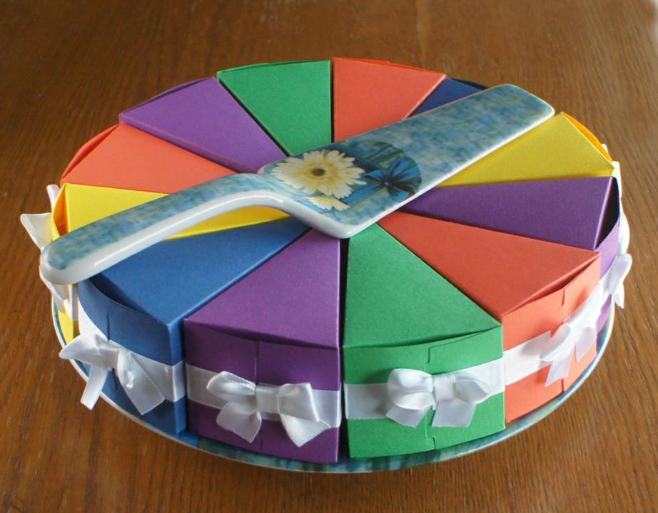 Как украсить коробку для торта своими руками
