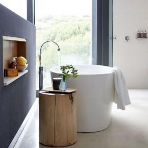 тумбочка из пня в ванной комнате