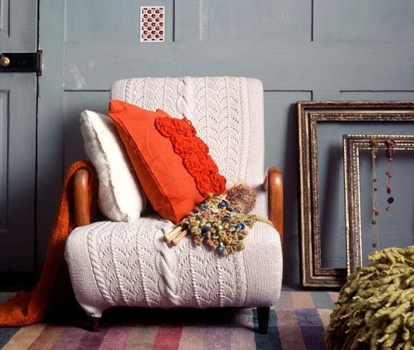 Спасаемся от холодов креативом: 10 идей с крупной вязкой в интерьере фото 2