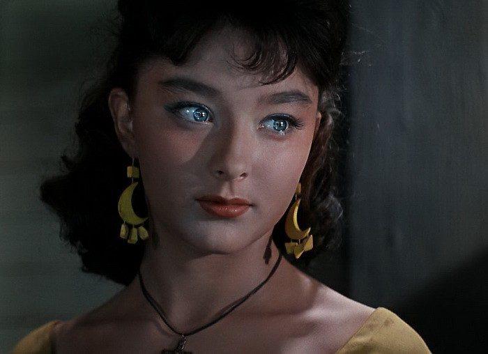 Красоту Вертинской называли «инопланетной». Не последнее место в формировании такого образа сыграли глаза актрисы.
