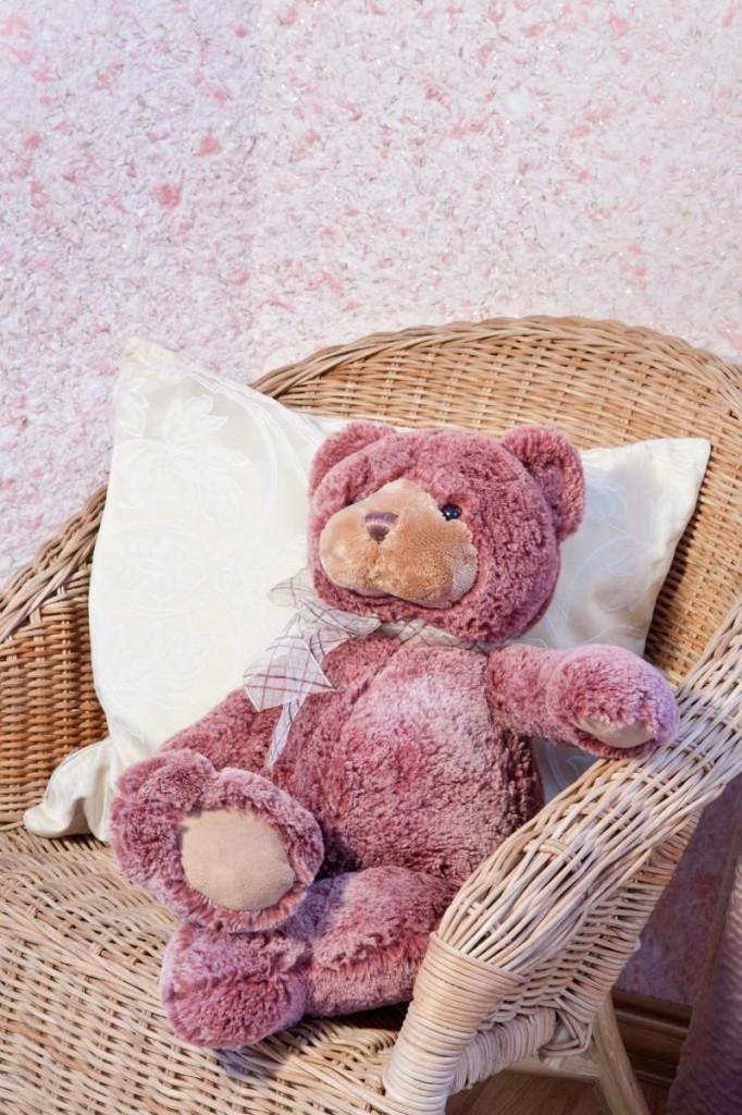 Нежный розовый цвет жидких обоев идеально подойдет для комнаты маленькой девочки