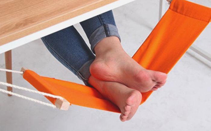 Стол с гамаком для ног