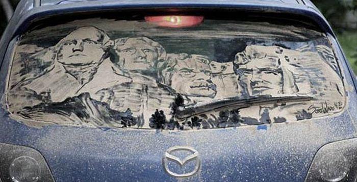 Роспись грязных автомобилей.