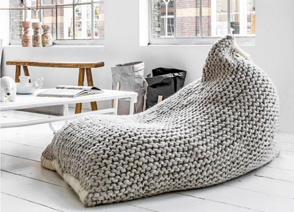 Спасаемся от холодов креативом: 10 идей с крупной вязкой в интерьере фото 8