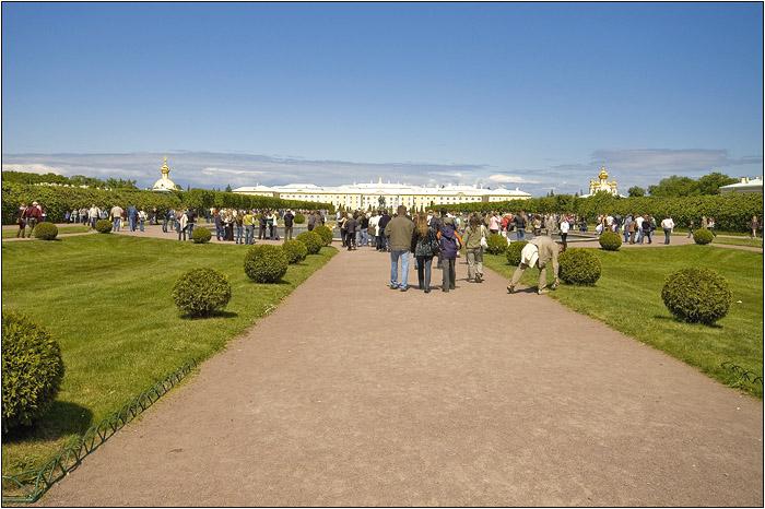 Петергоф. Петродворец. Вид от главного входа.