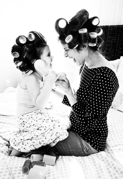 Женщина закладывает в своего ребёнка всё, что необходимо для жизни.