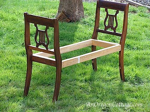 Лавочка из стульев