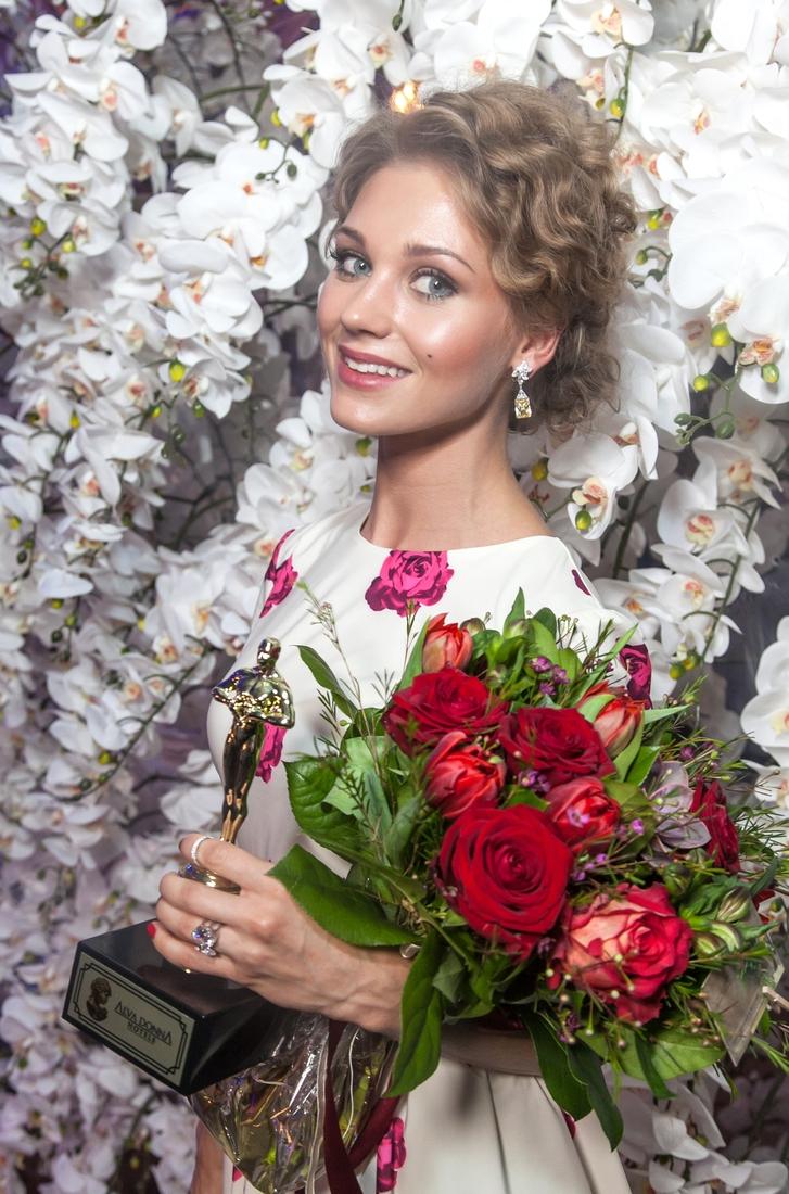 Фото под юбку российским знаменитостям 29 фотография