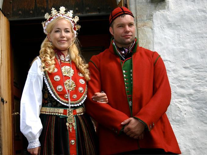 В Норвегии обязательным атрибутом невесты считается корона девушки, свадьба