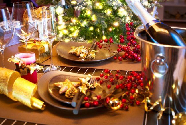 10 способов украсить новогодний стол так, чтобы все обалдели