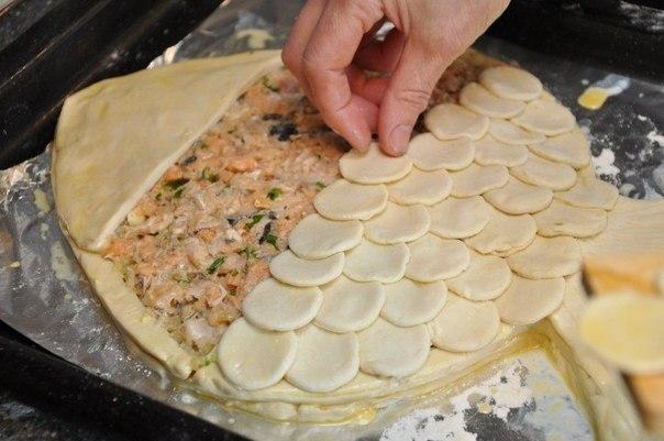 Рецепт пирога с рыбой и рисом из слоеного теста с