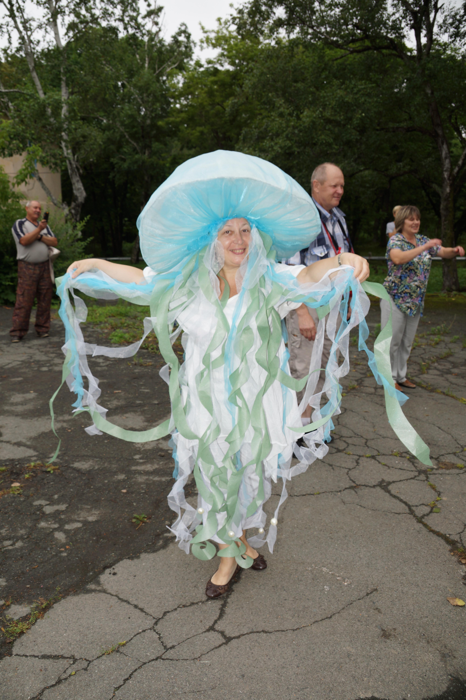 Костюм ко дню нептуна для детей своими руками 89