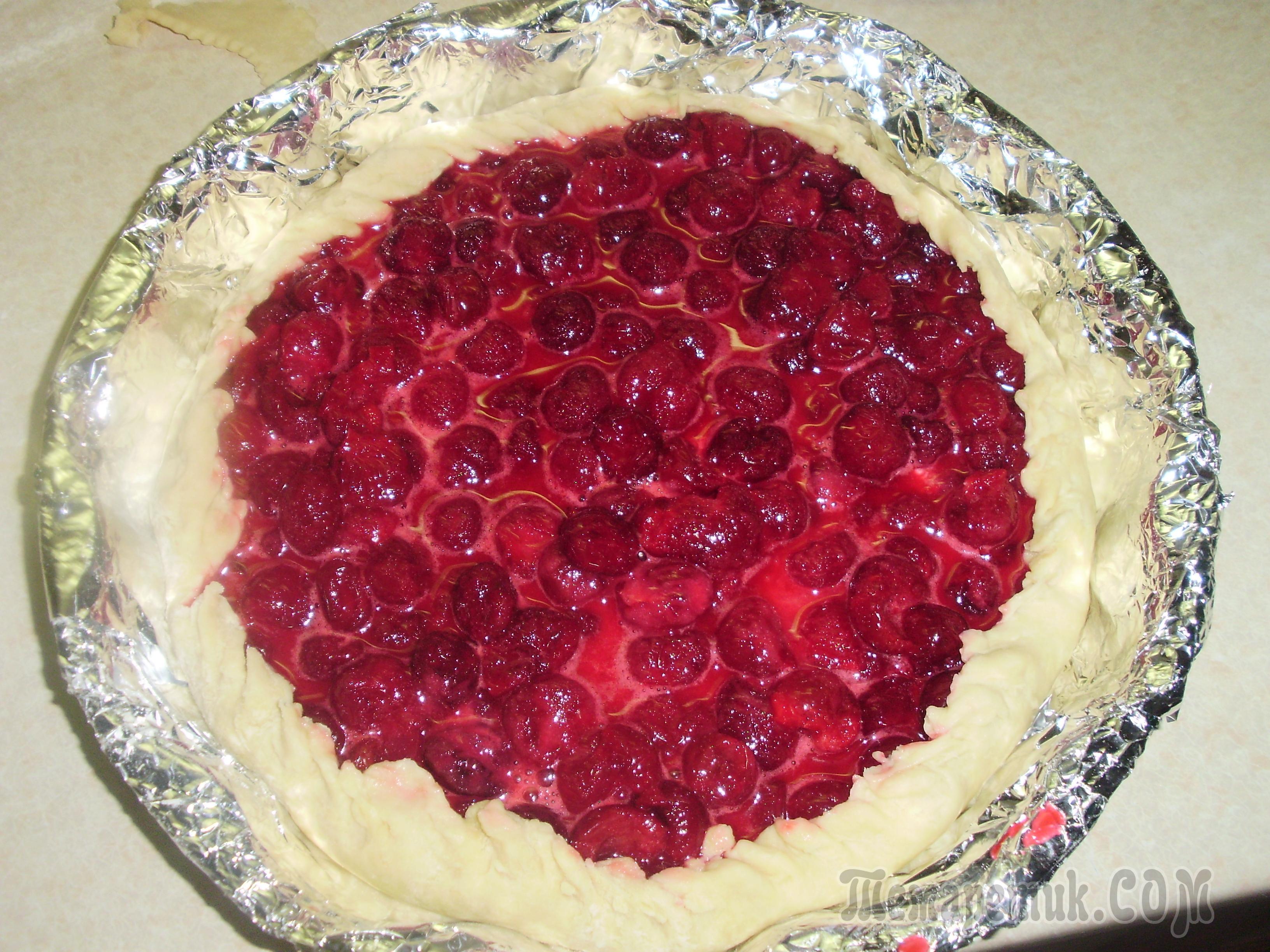 Как сделать чтобы вишня не вытекала из пирожков