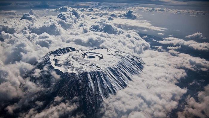 Вид на гору Килиманджаро сверху.