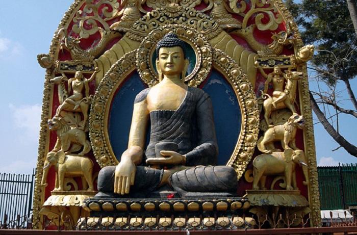 Статуя Будды Шакьямуни. | Фото: maximonline.ru.