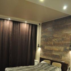 Строгая спальня в коричневых тонах
