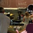 Бармен в кафе устал от грубых клиентов и придумал, как с ними бороться