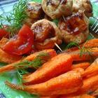 """Вкусный дуэт-запечённые морковь и """"улитки"""" из куриного филе."""