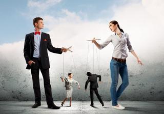 По собственному сценарию: как распознать манипуляцию