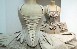 Панье – модные юбки-колокола XVII века, ставшие самыми громоздкими нарядами в истории