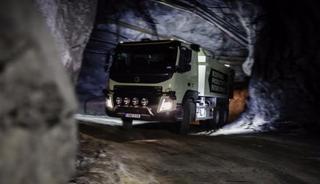 Грузовые автомобили-роботы Volvo начали работу под землей в автоматическом режиме