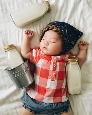 30 забавных снимков спящей малышки, которая стала звездой Instagram благодаря фантазии своей мамы