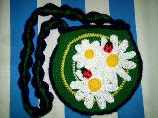 Очаровательная детская сумочка крючком из остатков нитей – описание и техника вязания