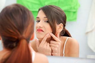 Угревая сыпь у подростков: чем лечить?