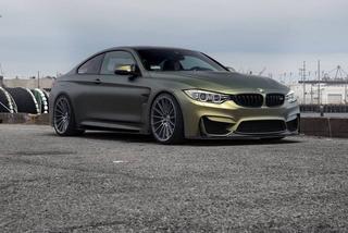 Матовый BMW M4 на дисках Zito