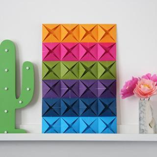 Простое красочное панно в технике оригами
