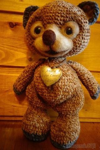 Велюровый медвежонок с приваляной мордочкой крючком