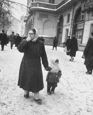Взгляд в прошлое: зимняя Москва 1959 года и её жители глазами Карла Миданса