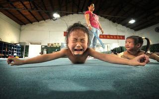 Шок! Как в Китае воспитывают детей-чемпионов