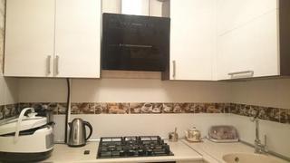 Кухня: беж и кофе на скромных 6 метрах