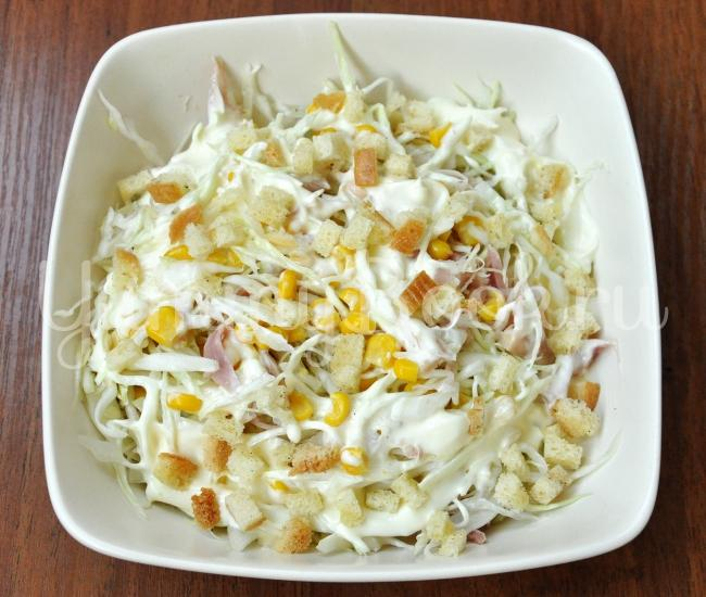 Салат из капусты и кукурузы с майонезом рецепт