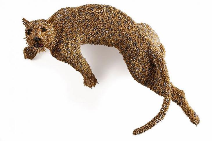 Художник создаёт животных из тысяч пуль